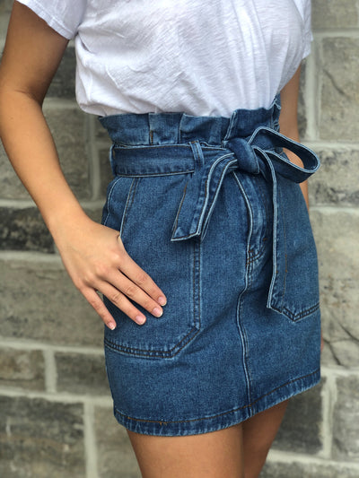 HIGH-WAIST BELTED MINI SKIRT