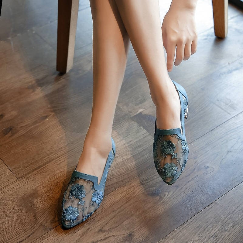 2019 summer new hollow mesh shoes women, flat national style lace embroidered mother shoes women