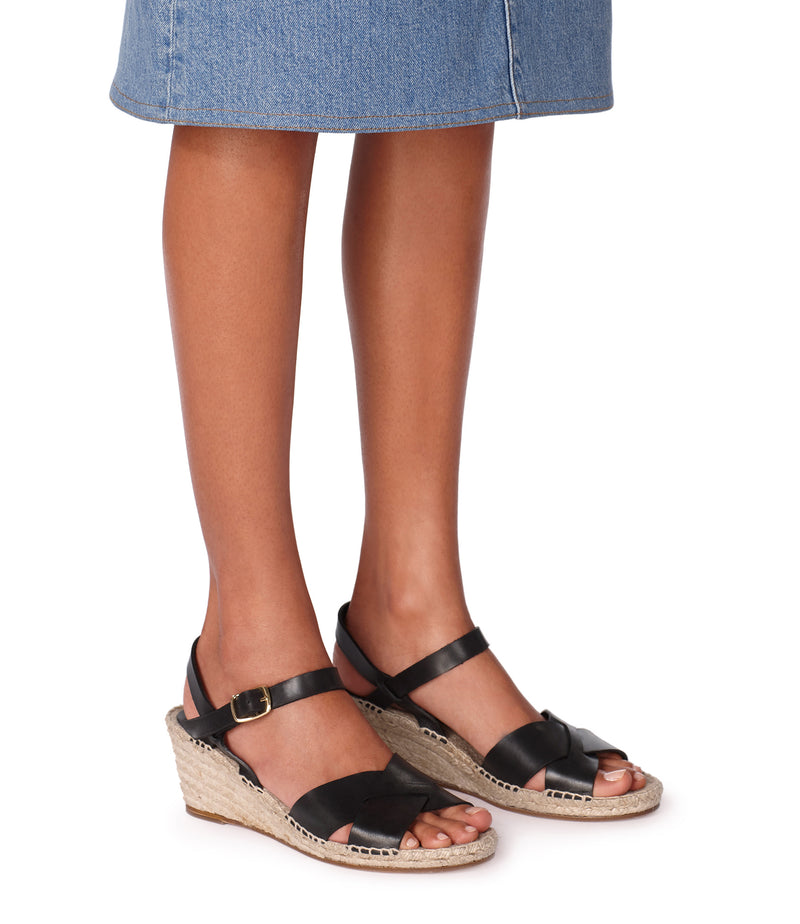 This is the Judy sandals product item. Style LZZ-4 is shown.