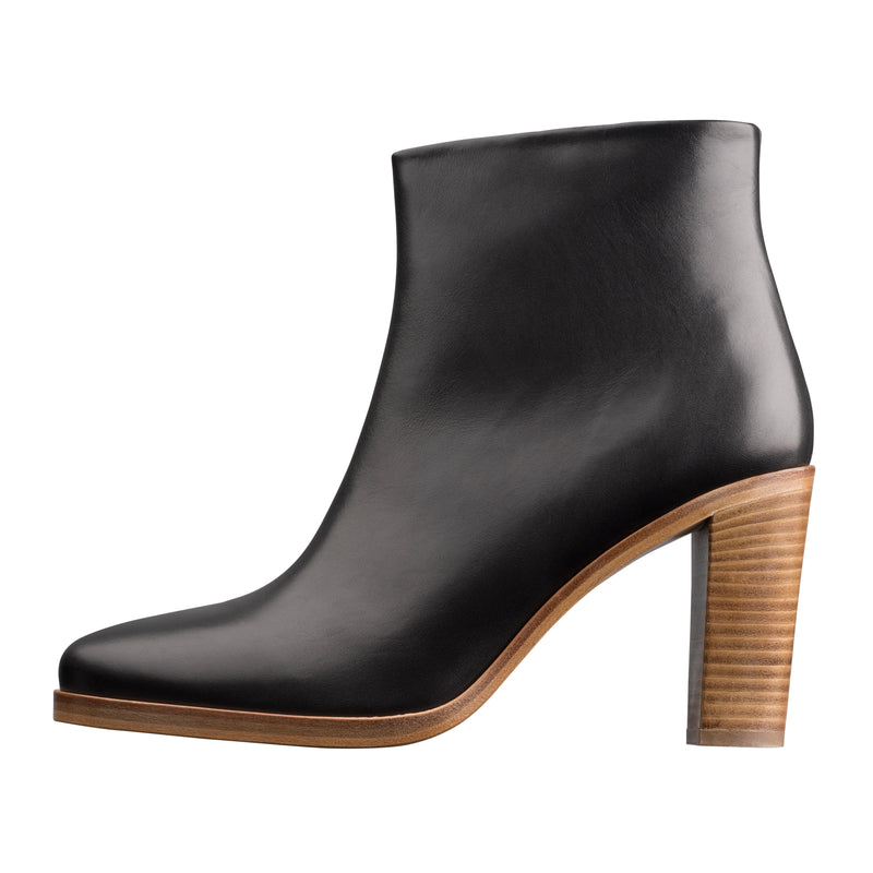 This is the Chic ankle boots product item. Style LLZ-1 is shown.
