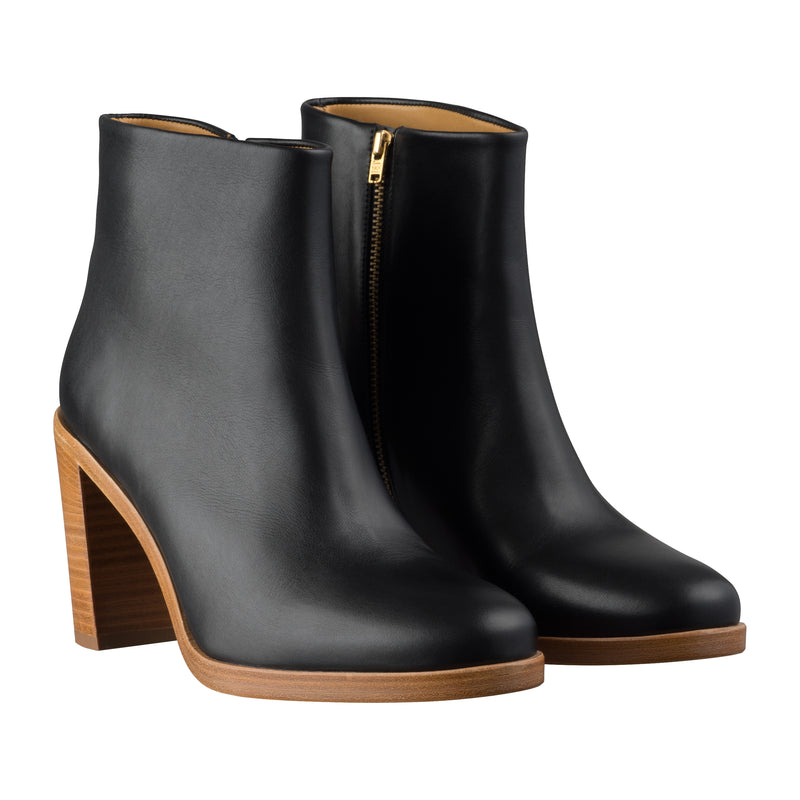 This is the Chic ankle boots product item. Style LZZ-2 is shown.