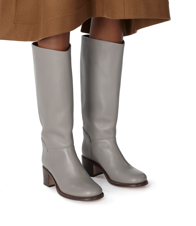 This is the Iris boots product item. Style LAA-5 is shown.