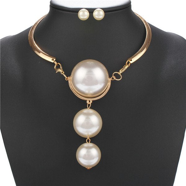 A Suit of Punk Faux Pearls Necklace and Earrings - Golden