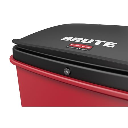 Brute Step-on Waste Rollout with Casters 32gal
