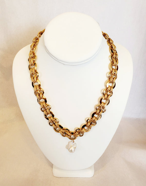 Ramina Desings Densenly Hooped Chain With Baroque Pearl