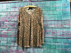 L&B Long sleeve leopard top v neck