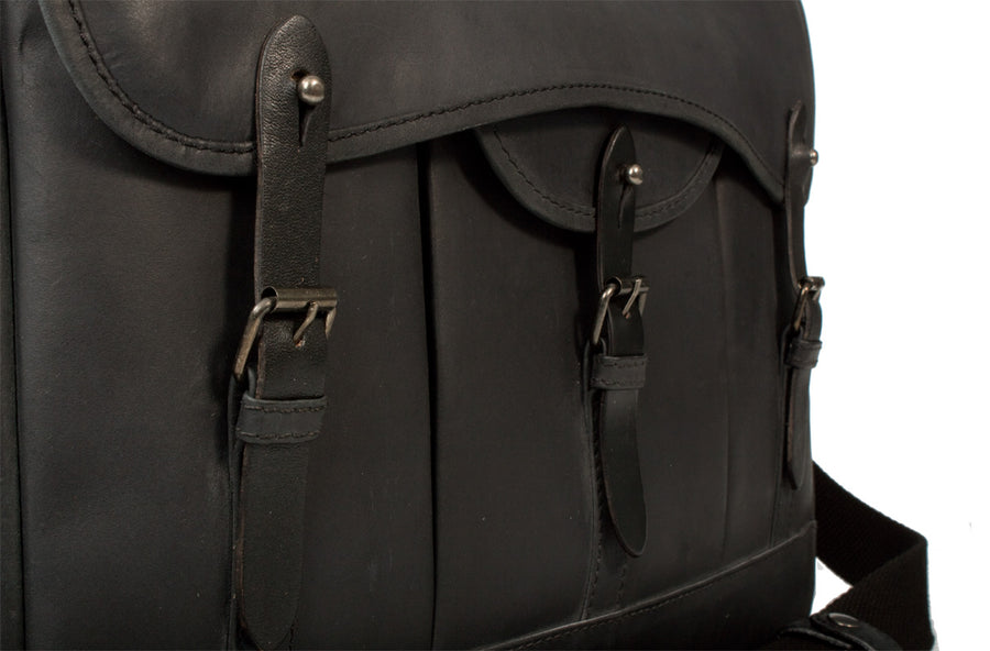 UBERBAG GOBI GRAPHITE GREY LEATHER MESSENGER BAG