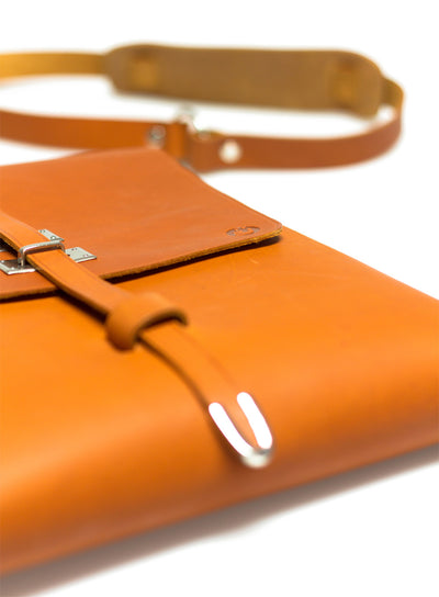 UBERBAG TRIBE VEGETABLE TANNED TAN LEATHER MESSENGER BAG