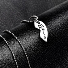 Load image into Gallery viewer, 3 pcs/ Set mother daughter necklaces pendant big sis mom lil sis Splicing necklace Family series necklace Gift for mother sister