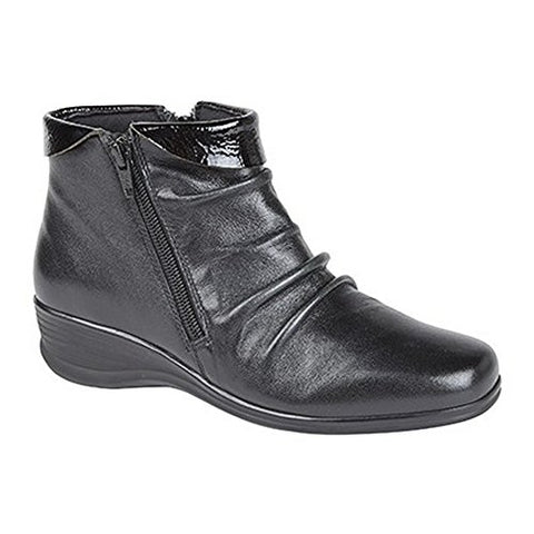 Ladies black boot with zip on the side