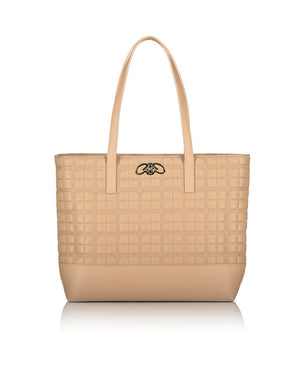 Beautiful quilted shoulder bag in beige faux leather with gold hardware.
