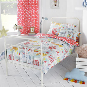 Children's duvet set with a fun & colourful circus illustrations.