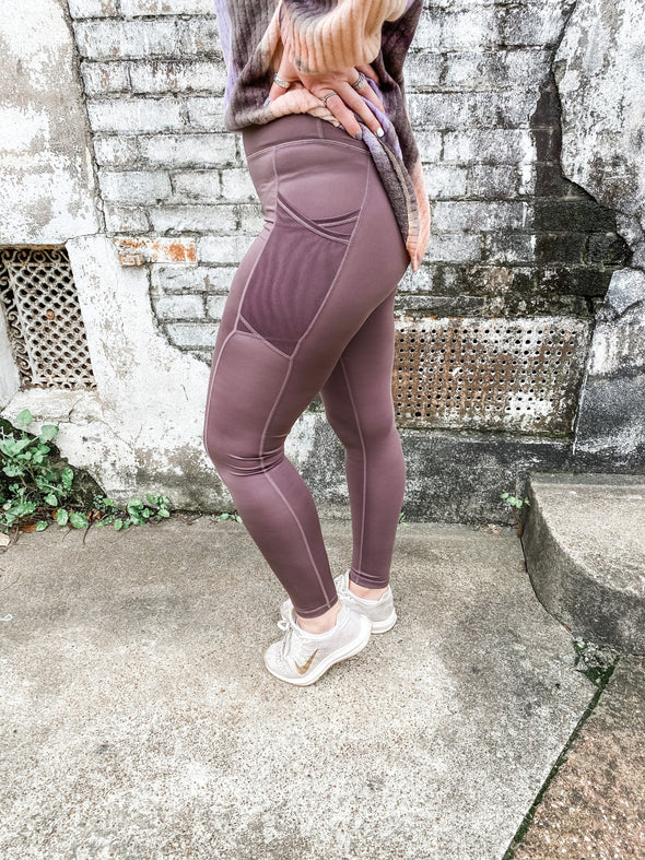 Edith Overlay Mesh Pocket Highwaist Leggings- Peppercorn