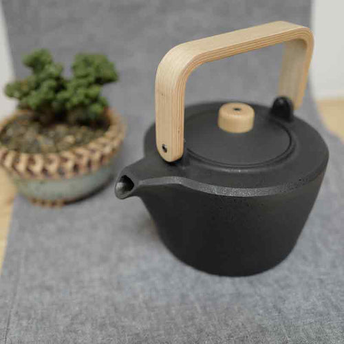 Chushin Kobo Cast Iron Pot with Oak Handle - The Give Store
