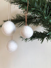 DIY Felted Bauble Kit - Natural White