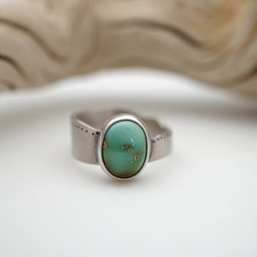 cheyenne turquoise ring with free form band - size 5.75