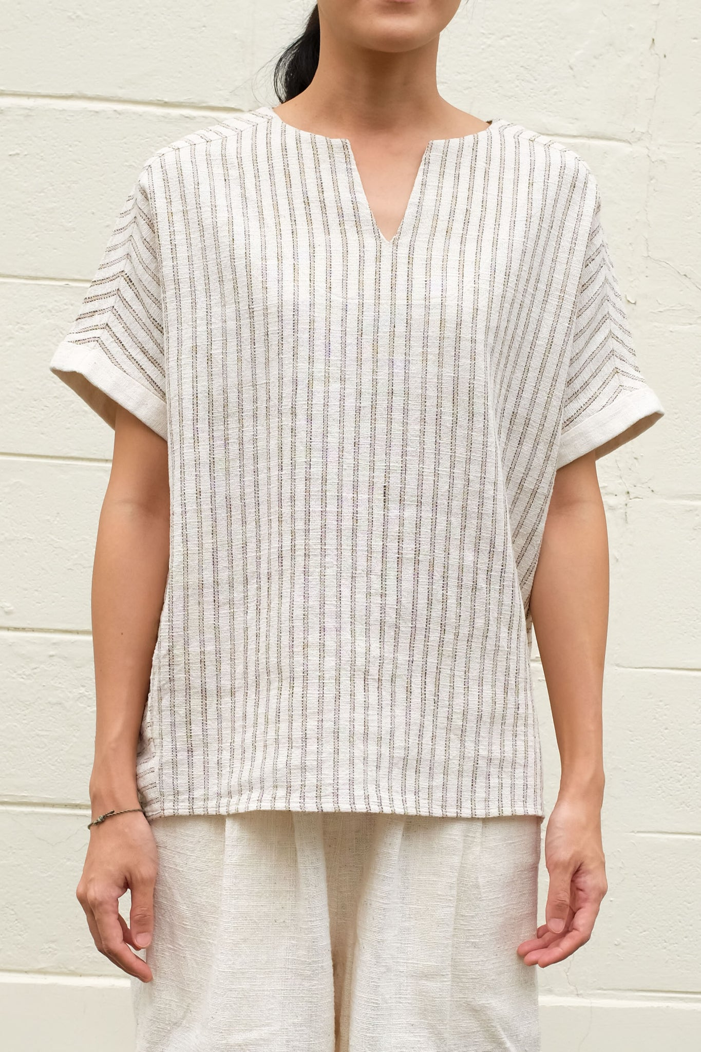 [UNISEX] Slot Collar Shortsleeve Blouse