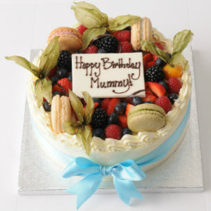 07: Strawberry Cake with Berries and Macaroons • Round