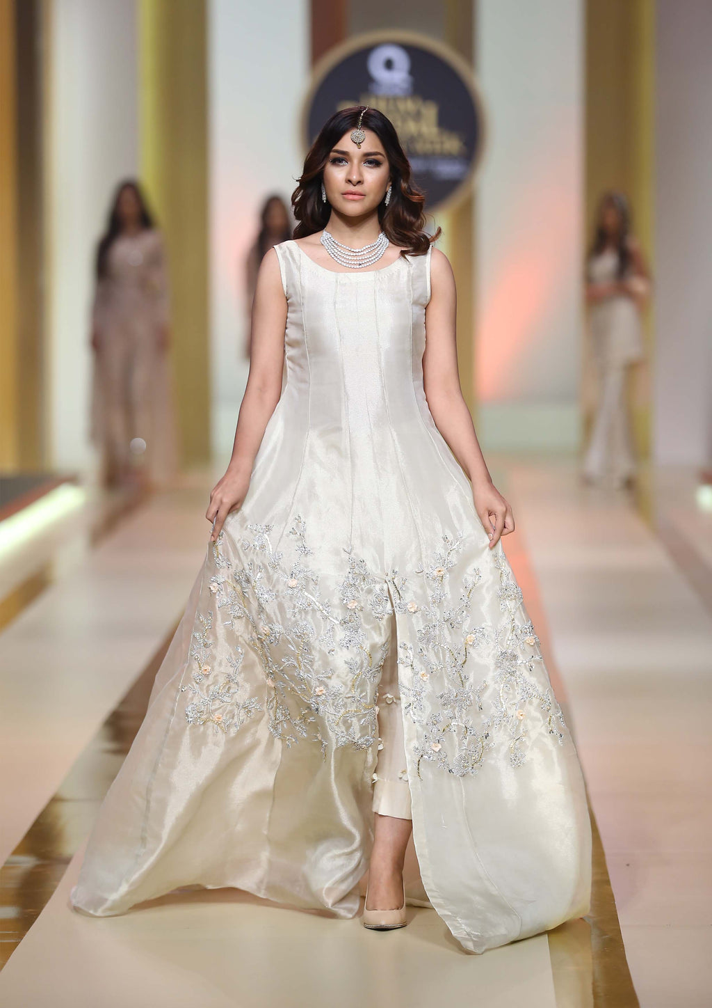 what to wear on pakistani wedding white outfit