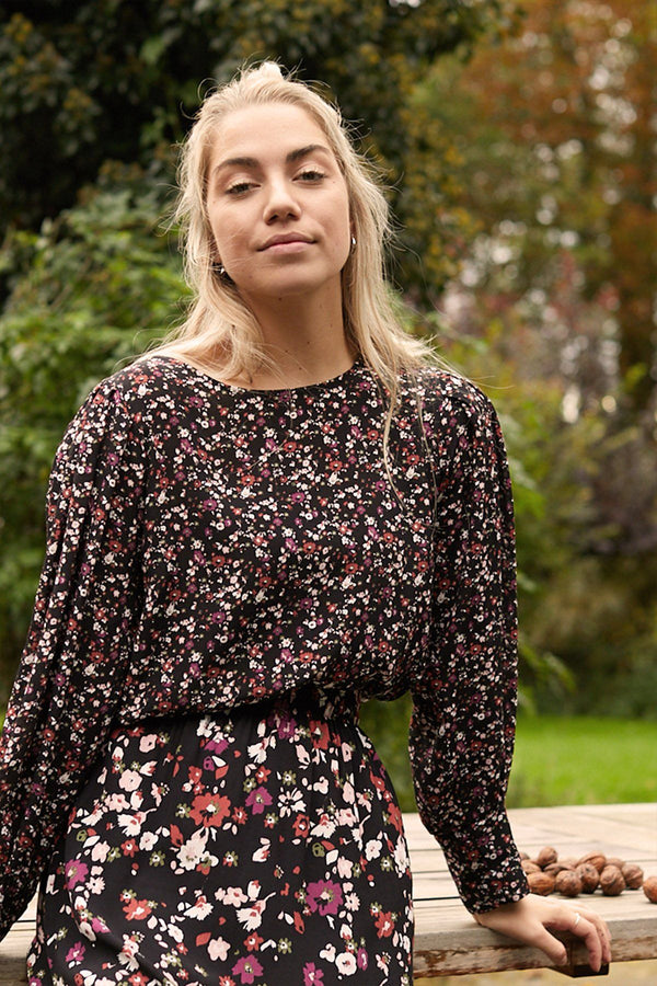 Blouse Marzia small flower black Blouses Oscar Jane W 2020
