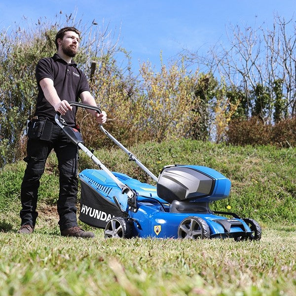 Hyundai HYM40LI420P 40V Lithium-Ion Cordless Battery Powered Lawn Mower 42cm Cutting Width With Battery and Charger