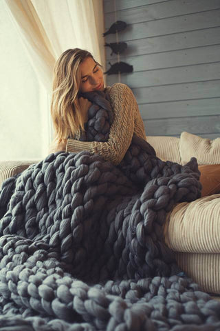 Chunky-Knit-Blanket-Arm-Knitting-Yarn-Black