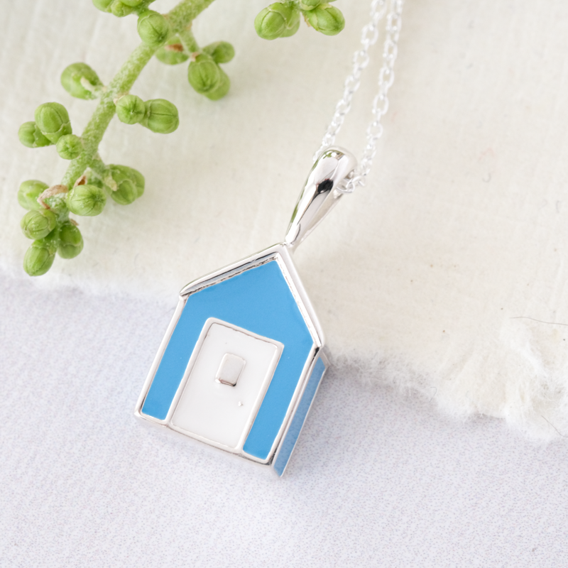 beach hut necklace