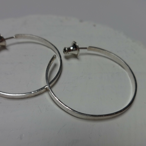 sterling silver textured medium hoop earrings