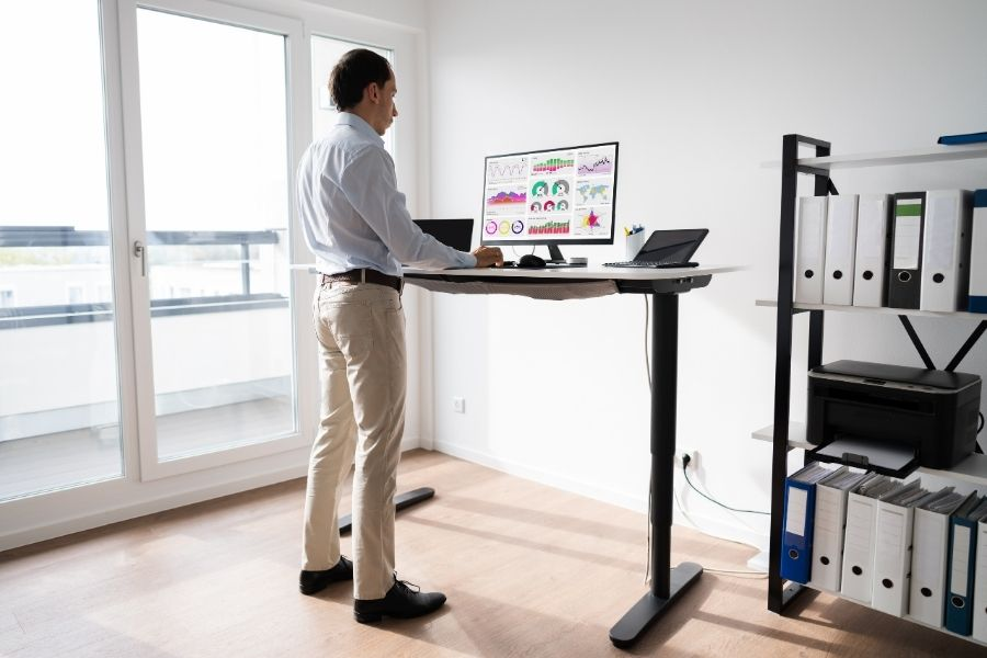 Discovering the Many Benefits of Standing Desks