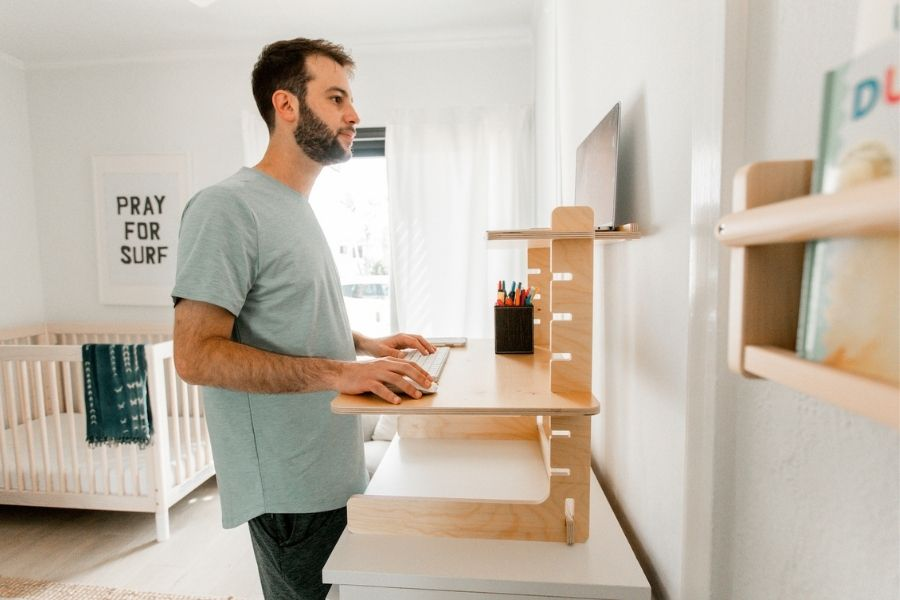 What To Look For in a Laptop Standing Desk Converter