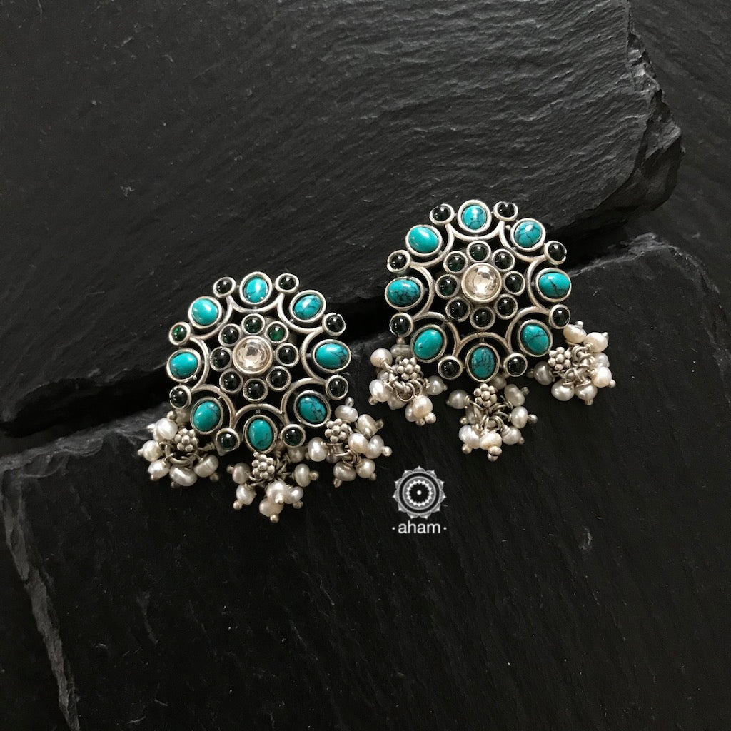 Stunning and gorgeous, an impeccably handcrafted pair of green and turquoise stone earstuds in Sterling Silver (92.5%) with hanging pearls.