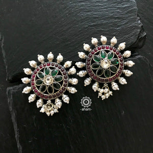 Stunning and gorgeous, an impeccably handcrafted pair of kemp and green stone earstuds in Sterling Silver (92.5%) with hanging pearls.