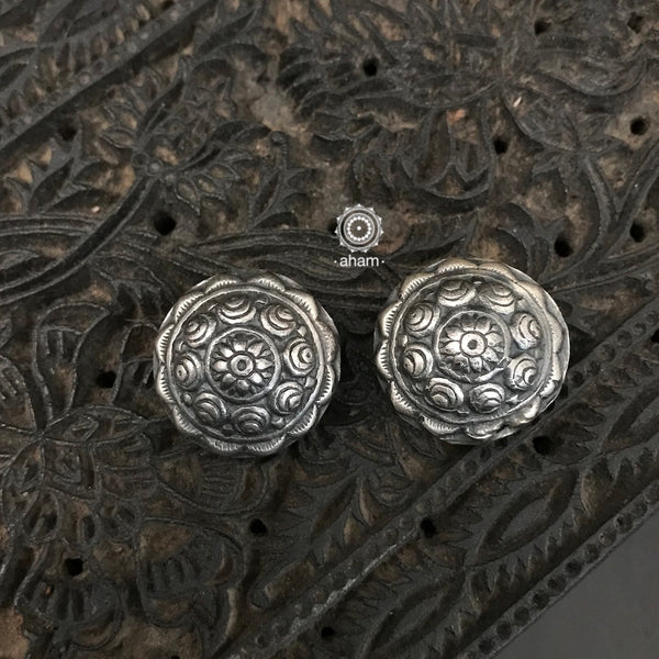 Mewad Everyday Wear Silver Studs