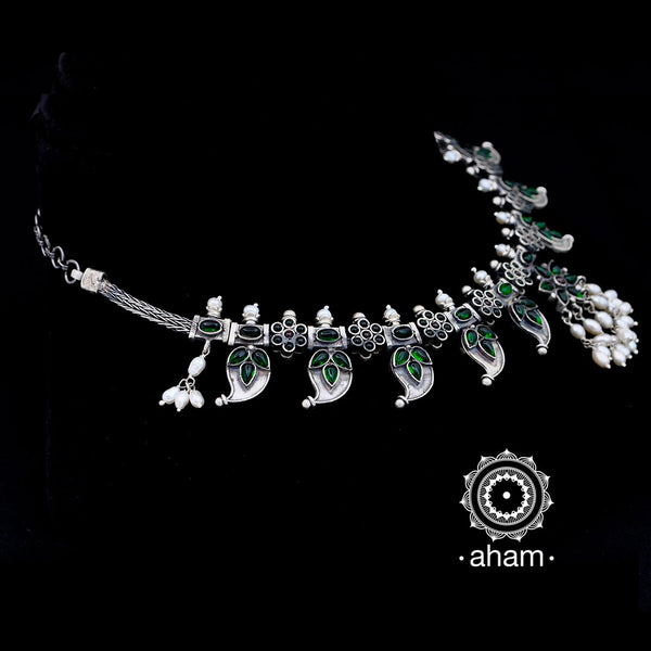 Versatile 92.5 Sterling Silver neckpiece that can be worn two ways.  with One side kemp and other side green stone setting.