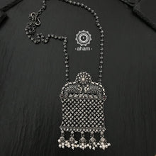 Fine handcrafted sterling silver 92.5 chatai work pendant neckpiece. Dress up your work wear with this stunner piece