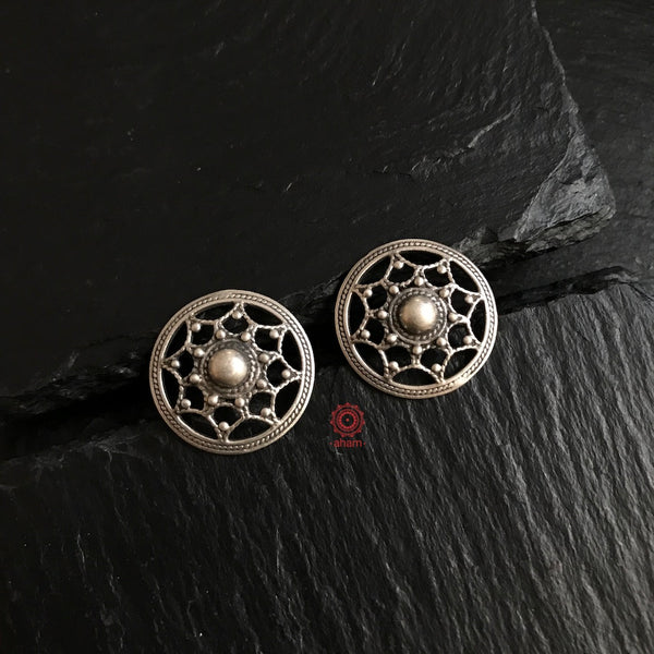 Work Wear Spider webs studs