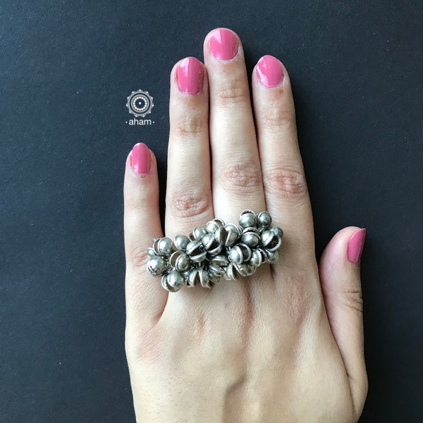 Two Finger silver adjustable ring with ghungroos that make a melodies sound.