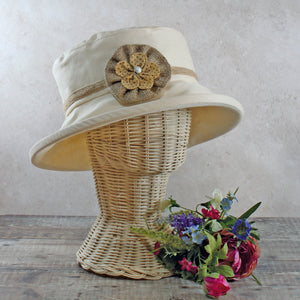 PT49H - Cream Hat with Hessian Band and Flower