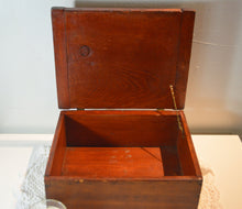 Vintage Dark Raw Umber Wood Keepsake/Storage/Tobacco Box with Lid