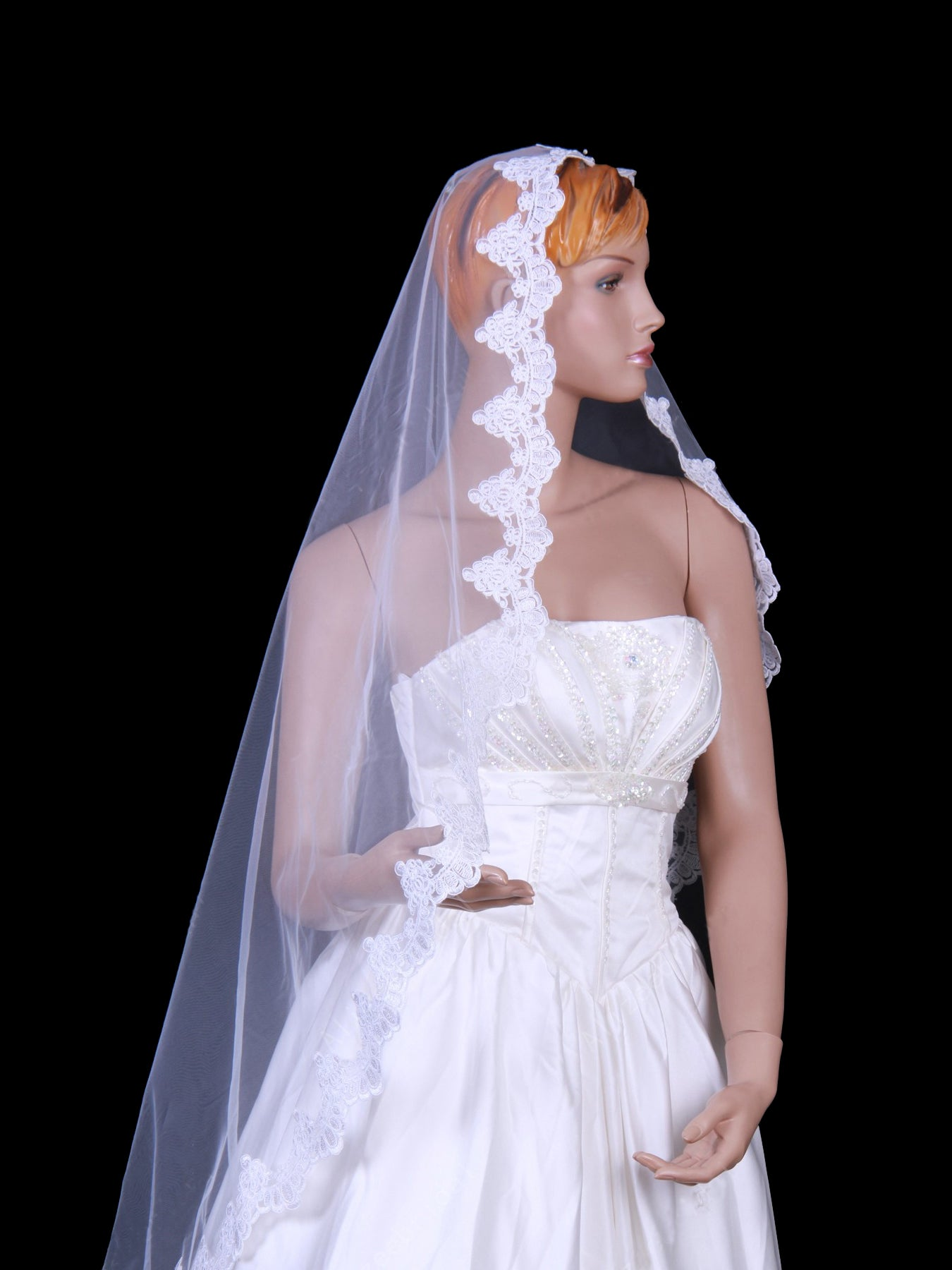 Ivory tulle one layer fingertip wedding veil with applique Va006