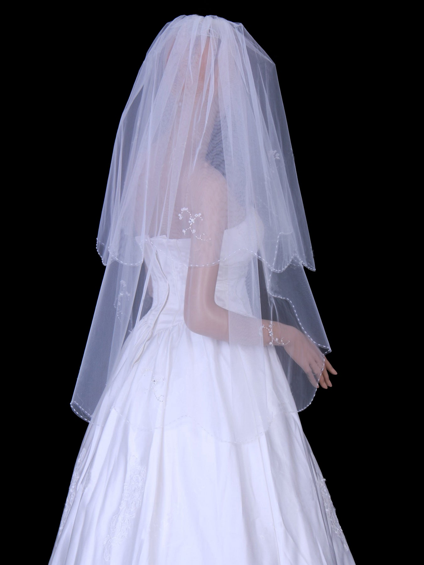 Ivory tulle one layer fingertip wedding veil with beading Va005