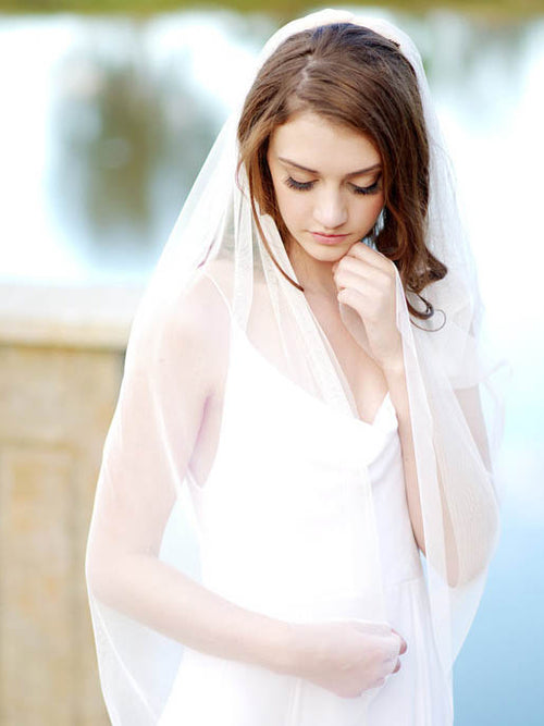 Simple elegant fingertip length ivory bridal veil