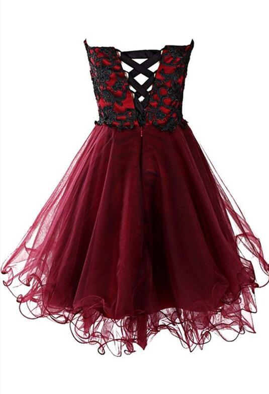 Sweetheart strapless high-waisted tulle prom dress with applique