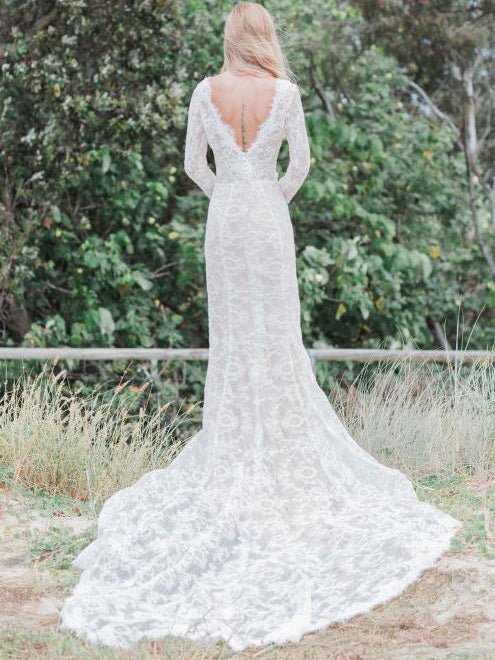 V-neck long sleeves appliqued lace wedding dress with chapel train