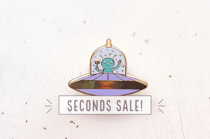 Tiny Alien Pin (Seconds)