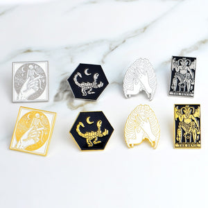 Gothic Dark Devil Skeleton Lung Hand Scorpion Brooch Enamel Gold Silver Pins Button Bag Denim jacket Lapel Pin Badge Jewelry