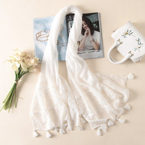 2018 New Fashion White Lace Floral Tassel Viscose Shawl Scarf Luxury Brand Laser Cut Wrap Oversized Pashmina Sjaals Muslim Hijab