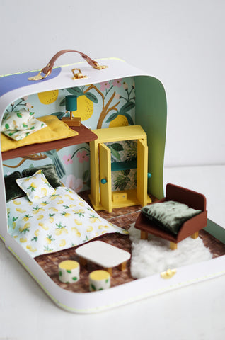 dollhouse to go - suitcase dollhouse