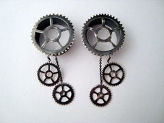 Silver Gear Eyelets With Dangles - Antiqued