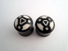 Horn Plugs With Geometric Design Inlay